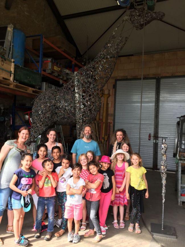 les enfants de l 39 cole jules ferry en visite l atelier de l artiste jean no commune de tomblaine. Black Bedroom Furniture Sets. Home Design Ideas